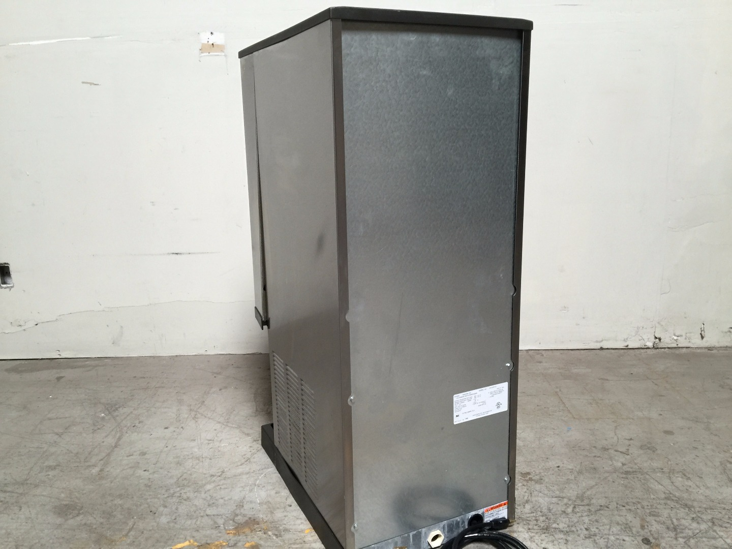 Countertop Nugget Ice Maker : ... 2013 RNS-20A-161 Countertop Nugget Ice Maker W/ Water Dispenser