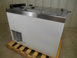 Master-Bilt DC 6D Flip Top Ice Cream Freezer Used, Tested Good