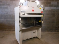 Baker BioGard B4 4ft Bio Safety Fume Cabinet Used, Tested Good, Filters Look Good