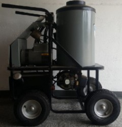 Delco Hot 1PH / Diesel 2000PSI Pressure Washer Used, Tested Good