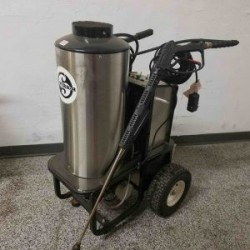 Delco Hot 1PH / Diesel 1200PSI Pressure Washer Used, Tested Good