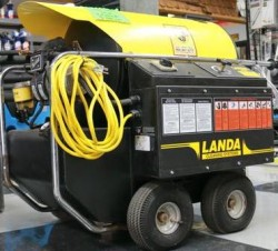 Landa Hot Electric / Diesel 1000PSI Pressure Washer Used, Tested Good