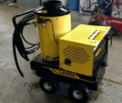 Landa Hot Electric / Diesel 2000PSI Pressure Washer Used, Tested Good